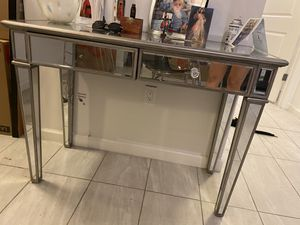 Mirrored entrance table. for Sale in Miami, FL