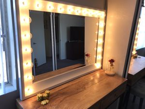 Vanity mirror with lights for Sale in Las Vegas, NV