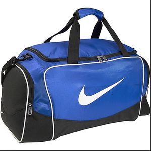 Nike Blue duffle bag with 2 balls and workout pieces and gear for Sale in Doral, FL