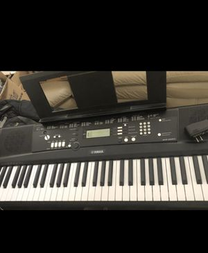 Yamaha EZ-220 Portable Keyboard Piano Like New for Sale in Riverside, CA