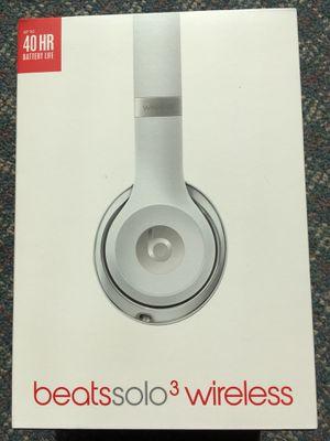 Beats solo 3, headphones silver for Sale in Oviedo, FL