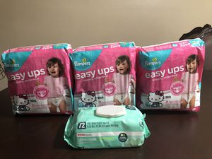 Bundle Girls Pampers easy ups size 2-3T for Sale in San Antonio, TX