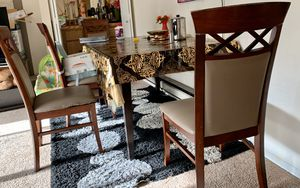 Dining Table and 4 Chairs for Sale in Bellevue, WA