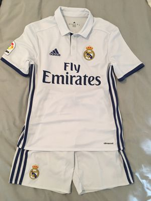 Genuine Real Madrid Youth soccer outfit. for Sale in Delray Beach, FL