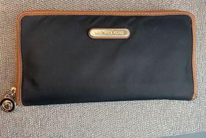 Women's MK wallet for Sale in Lithia, FL