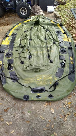 Fish hunter hf 360 inflatable boat holds 125 horse power moter and seylor trolling moter holds up to six people for Sale in Houston, TX