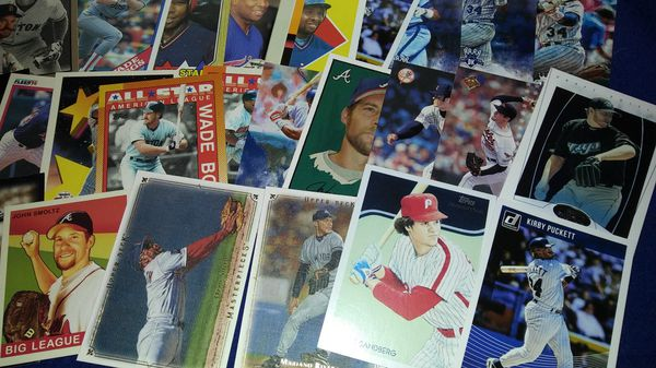 450 baseball cards of players in the Hall of Fame