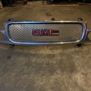 GMC Grill Ask Me An Offer Please Need It Gone ASAP for Sale in Pomona, CA