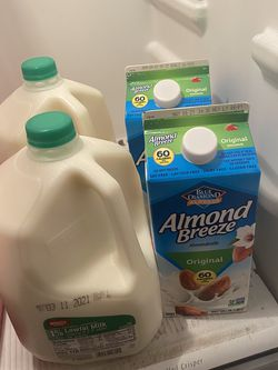 Free Almond Milk And 1% Milk for Sale in Henderson,  NV