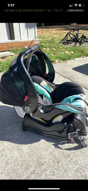 Baby trend infant car seat for Sale in Puyallup, WA