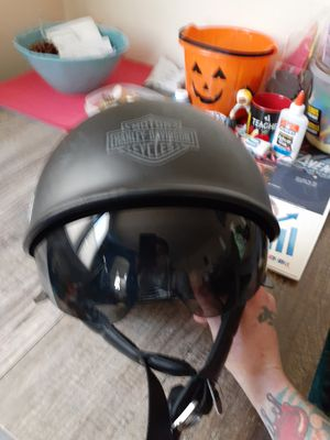Harley Davidson motorcycle helmet with visor good condition size medium for Sale in Queens, NY