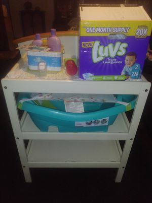 DIAPER CHANGING TABLE. BABY BATH for Sale in Columbus, OH