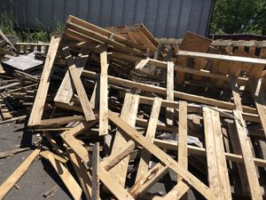 FREE WOOD PALLETS AND CRATES for Sale in Lansdale, PA