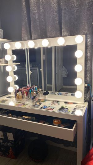 Vanity Mirror And Makeup Desk for Sale in Irving, TX
