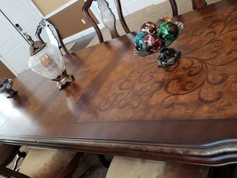 Hooker dining Table for Sale in Laguna Niguel,  CA