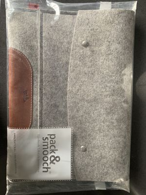 Pack & Smooch 12.9 in iPad (2018) wool case (unopened) for Sale in Chicago, IL