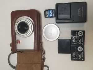 Leica D-LUX 3 10.0MP Digital Camera - Sliver W/ Leica Leather Case, 3 batteries, SD Card and Lowepro Camera Bag for Sale in Richmond, CA