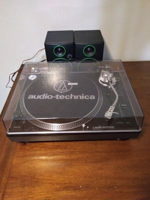 Audio Technica Turntable w/speakers for Sale in Sheffield Lake, OH