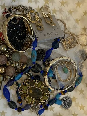 10 piece ALL WEARABLE or RESELLABLE jewelry lot for Sale in Clackamas, OR