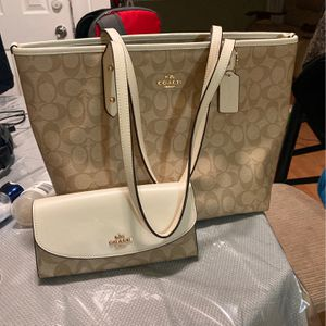 Coach Tote Bag With Wallet Brand New for Sale in Chicago, IL