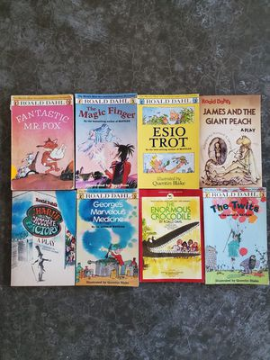 Kid Books- 8 Roahl Dahl Chapter Books Ages 7+ for Sale in Vancouver, WA