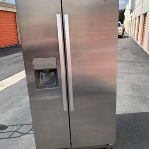 Refregirator WHIRLPOOL for Sale in Irvine, CA