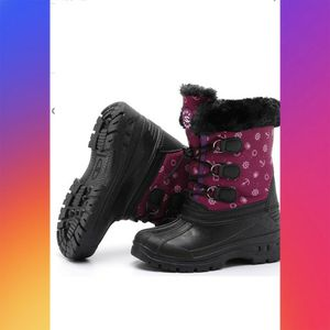 NWT TODDLER SNOW BOOTS SIZE 13 for Sale in Oxnard, CA