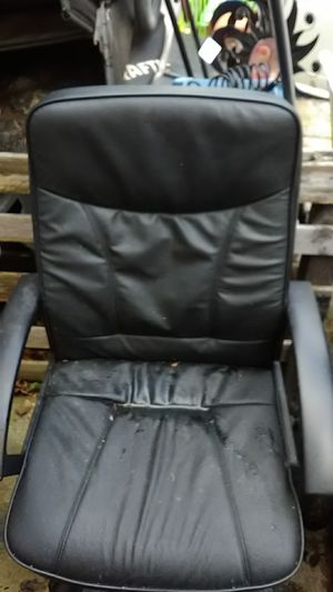 BLACK LEATHER OFFICE CHAIR for Sale in Langhorne, PA