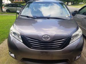 2011 Toyota sienna... full functional! for Sale in Glenarden, MD