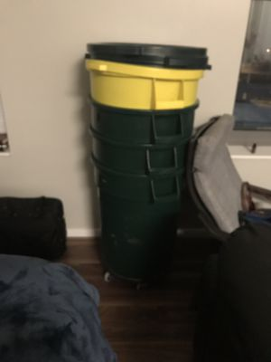 32 gallon brute trash can lid and dolly nsf for Sale in Wheaton, MD