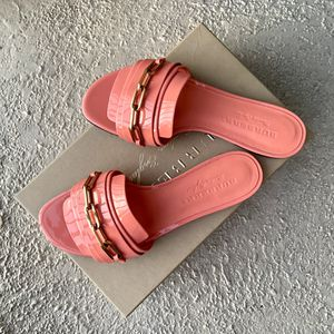 Burberry Pink Sandals Flats Shoes 38 BRAND NEW!! for Sale in San Diego, CA