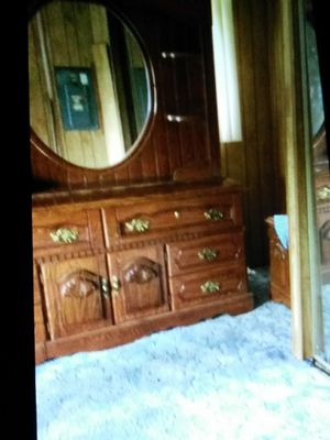 Dresser with mirror for Sale in Lima, OH