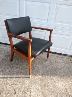 Mid Century Arm Chair for Sale in Jonesboro, GA