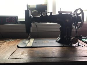 Late 1800 singer sewing machine for Sale in Stevensville, MT