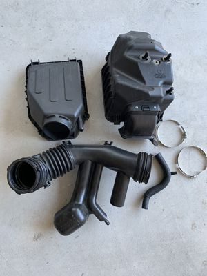2012 Jeep Wrangler OEM Air Intake Filter Box & Hose for Sale in Bremerton, WA