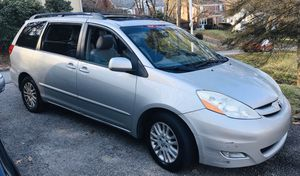 2010 Toyota Seinna XLE for Sale in Pittsburgh, PA