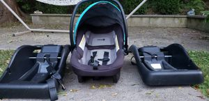 Car seat with 2 bases for Sale in Watertown, CT