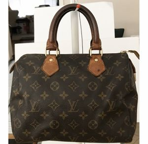Authentic Louis Vuitton Monogram Speedy 25 Shoulder Bag for Sale in West Covina, CA