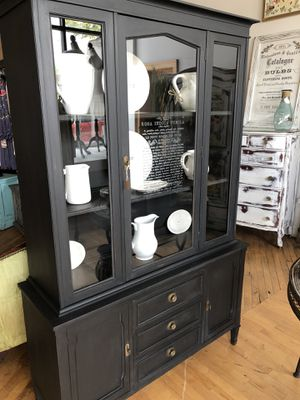 AMAZING Vintage Chalk Painted China Cabinet for Sale in Cleveland, OH