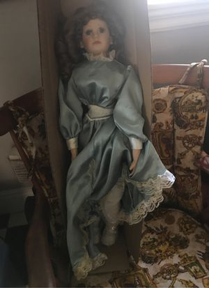 28 inch antique doll for Sale in Bloomington, CA