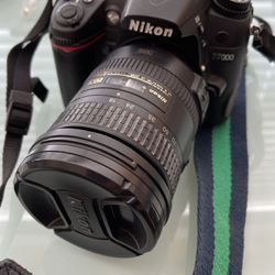 Nikon D7000 With 18-200mm Lens for Sale in Seattle,  WA