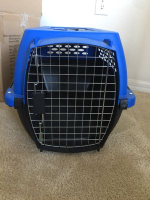 Dog carry-on crate small breed. $45 for Sale in Orlando, FL
