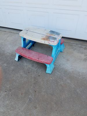 Little picnic bench! for Sale in Fresno, CA