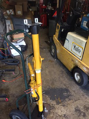 Portable hydraulic lift for Sale in Fort Lauderdale, FL
