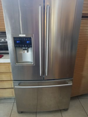 Electrolux 25.5 refrigerator for Sale in Rancho Cucamonga, CA