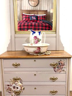 Antique Dresser With Mirror for Sale in Sykesville,  MD