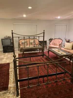 Metal Bed Frame (Queen) for Sale in Fremont, CA