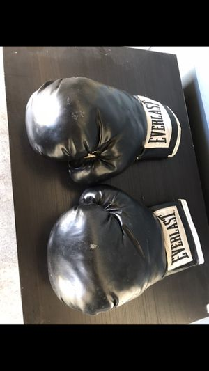 Firm price boxing gloves firm price for Sale in Los Angeles, CA