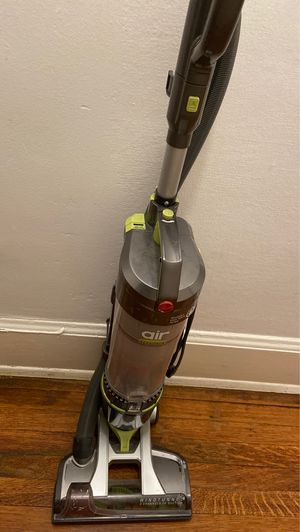 Hoover upright vacuum for Sale in Seattle, WA