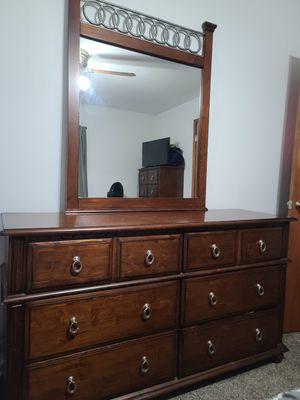 QUEEN BEDROOM & MATTRESS SET for Sale in Parma, OH